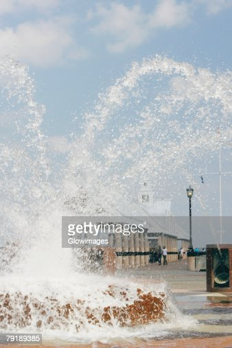 Water spraying from a fountain in a park, Waterfront Park, Charleston, South Carolina, USA : Foto de stock