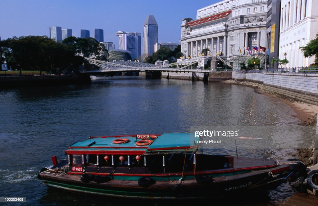 Water taxi on Singapore River.