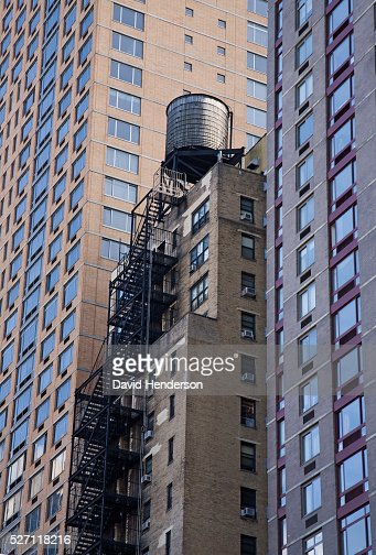 Water tower on top of a skyscraper : Photo