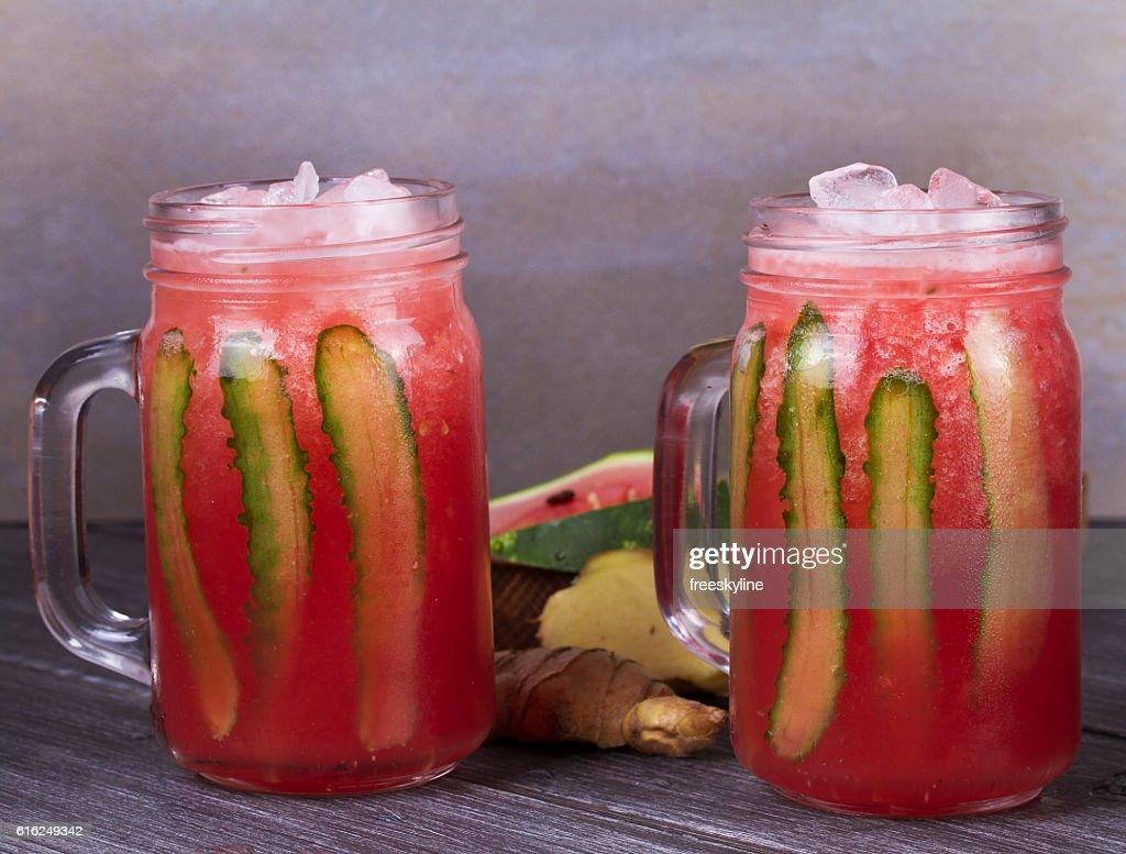 Wassermelonen cocktail mit Ingwer-Gurken : Stock-Foto
