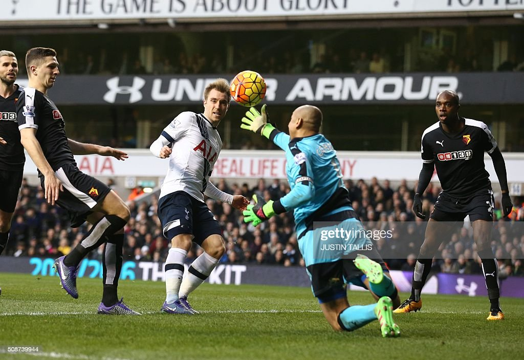 Watford's Brazilian goalkeeper Heurelho Gomes (C) saves a shot during the English Premier League football match between Tottenham Hotspur and Watford at White Hart Lane in north London on February 6, 2016. / AFP / JUSTIN TALLIS / RESTRICTED TO EDITORIAL USE. No use with unauthorized audio, video, data, fixture lists, club/league logos or 'live' services. Online in-match use limited to 75 images, no video emulation. No use in betting, games or single club/league/player publications. /