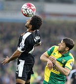 Watford's Scottish midfielder Ikechi Anya vies with Norwich City's Irish midfielder Wes Hoolahan during the English Premier League football match...