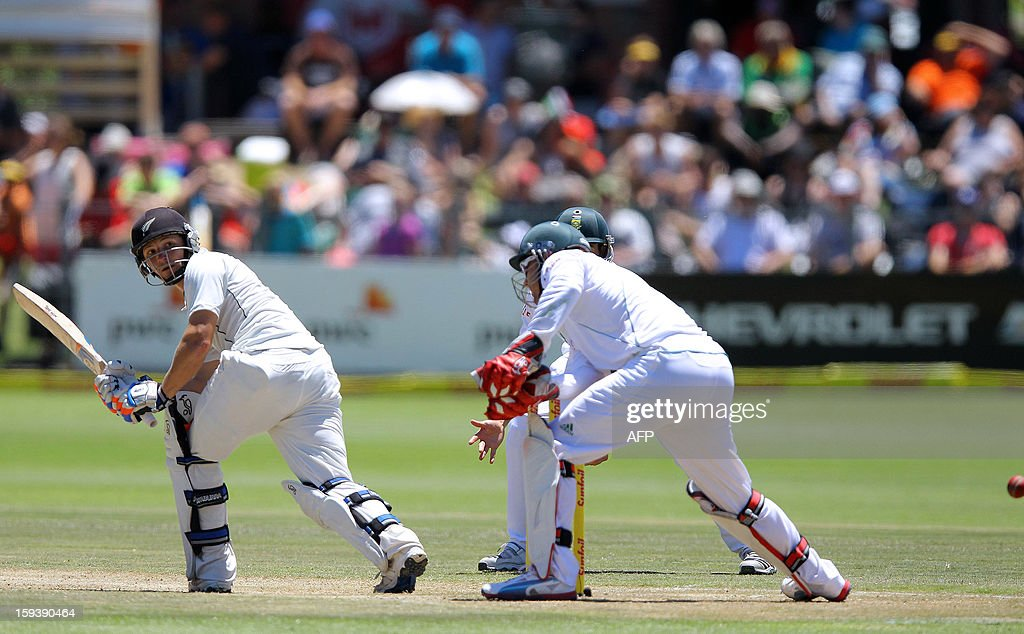 BJ Watling of New Zealand bats (L) on the third day of the second and final test match between South Africa and New Zealand at the Axxess St George's Cricket Stadium on January 13, 2013 in Port Elizabeth. AFP Photo / Anesh Debiky