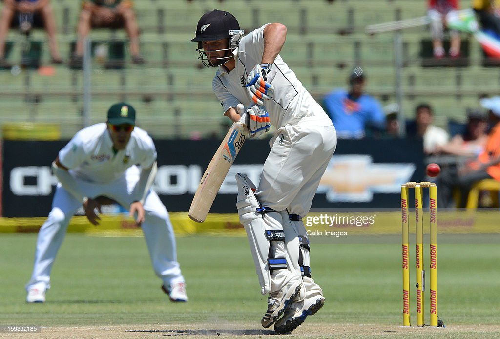 <a gi-track='captionPersonalityLinkClicked' href=/galleries/search?phrase=BJ+Watling&family=editorial&specificpeople=2115739 ng-click='$event.stopPropagation()'>BJ Watling</a> of New Zealand plays off his hips during day 3 of the 2nd Test match between South Africa and New Zealand at Axxess St Georges on January 13, 2013 in Port Elizabeth, South Africa.