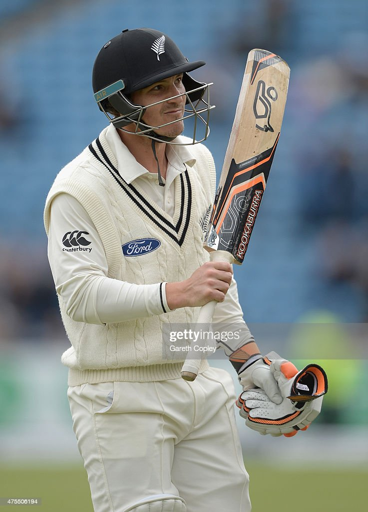 <a gi-track='captionPersonalityLinkClicked' href=/galleries/search?phrase=BJ+Watling&family=editorial&specificpeople=2115739 ng-click='$event.stopPropagation()'>BJ Watling</a> of New Zealand salutes the crowd as he leaves the field after being dismissed James Anderson of England during day four of 2nd Investec Test match between England and New Zealand at Headingley on June 1, 2014 in Leeds, England.