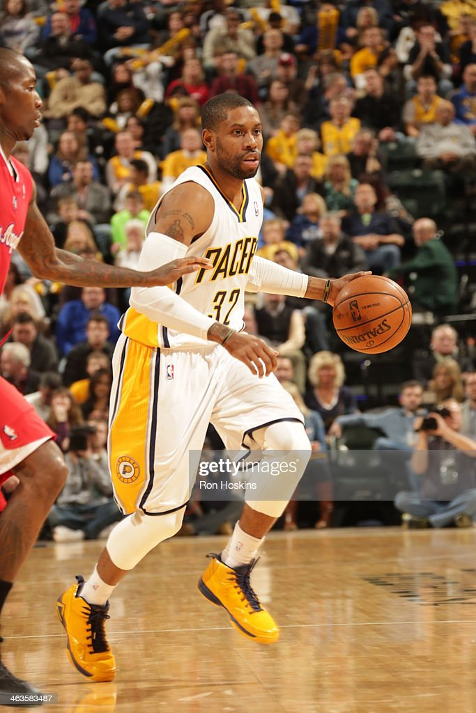 J Watson of the Indiana Pacers drives against the Los Angeles Clippers at Bankers Life Fieldhouse on January 18 2014 in Indianapolis Indiana NOTE TO...