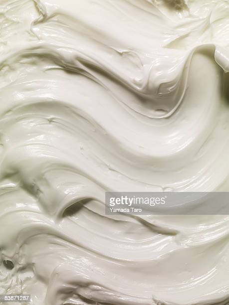 Wave pattern of cream