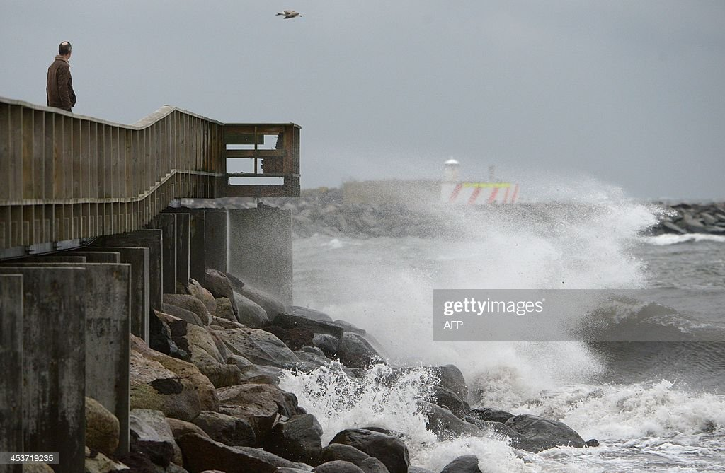 Waves break over the lighthouse in Ystad, southern Sweden, on December 5, 2013 as the front of storm Sven aka Xaver is expected to hit southwestern Sweden late Thursday afternoon or early evening. AFP PHOTO / TT NEWS AGENCY/ JOHAN NILSSON / SWEDEN OUT