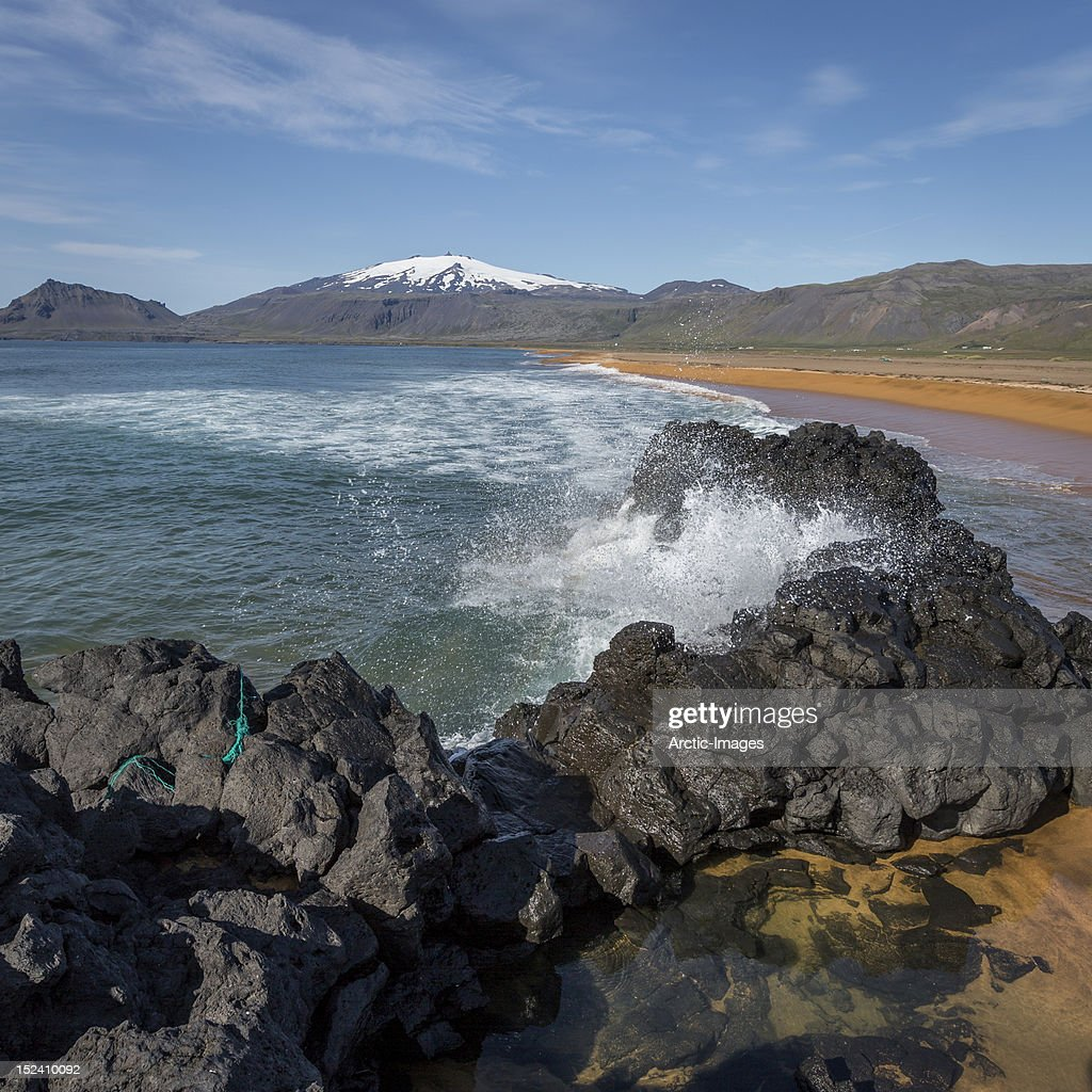 Waves breaking on the shore : Stock Photo