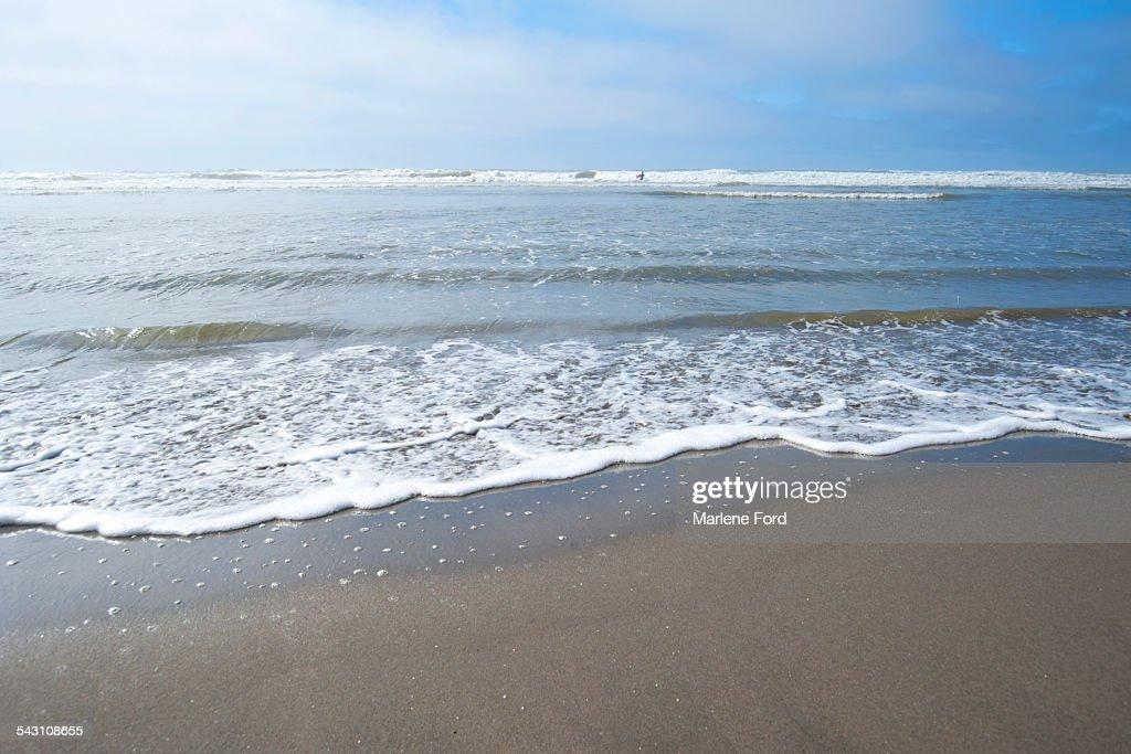 Waves crashing to shore