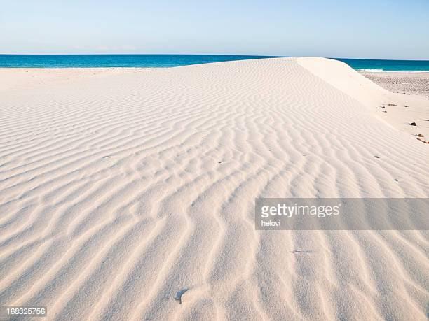 Vagues de sable blanc