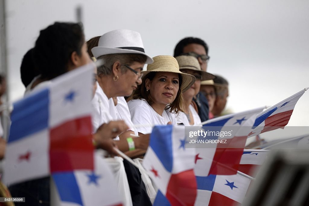 Waving Panamanian flags, the public awaits for the inauguration of the new Cocoli Locks of the Panama Canal on June 26, 2016. A huge Chinese container ship started making its way through the newly expanded Panama Canal on Sunday in the inaugural trip through the vital waterway. / AFP / JOHAN