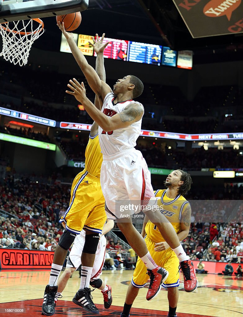 Wayne Blackshear #20 of the Louisville Cardinals shoots the ball during the game against the Missouri-Kansas City Kangaroos at KFC YUM! Center on December 8, 2012 in Louisville, Kentucky. Louisville won 99-47.