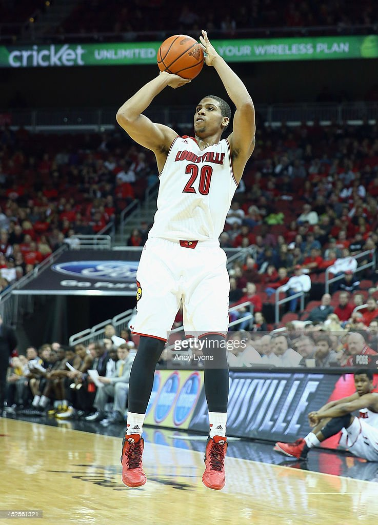 Wayne Blackshear#24 of the Louisville Cardinals shoots the ball during the game against the Southern Mississippi Golden Eagles at KFC YUM! Center on November 29, 2013 in Louisville, Kentucky.