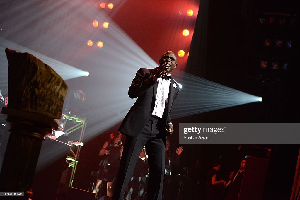 <a gi-track='captionPersonalityLinkClicked' href=/galleries/search?phrase=Wayne+Brady&family=editorial&specificpeople=217495 ng-click='$event.stopPropagation()'>Wayne Brady</a> performs at the 8th annual Apollo Theater Spring Gala Concert at The Apollo Theater on June 10, 2013 in New York City.
