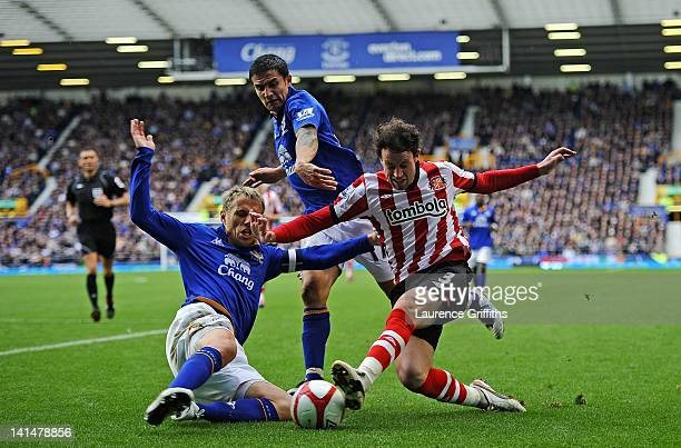 Wayne Bridge of Sunderland battles with Phil Neville and Tim Cahill of Everton during the FA Cup Sixth Round match sponsored by Budweiser between...