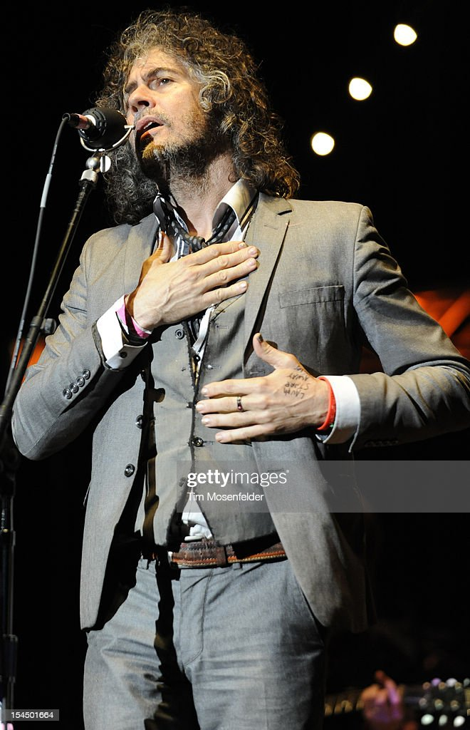<a gi-track='captionPersonalityLinkClicked' href=/galleries/search?phrase=Wayne+Coyne&family=editorial&specificpeople=204435 ng-click='$event.stopPropagation()'>Wayne Coyne</a> of The Flaming Lips performs at the 26th Annual Bridge School Benefit at Shoreline Amphitheatre on October 20, 2012 in Mountain View, California.