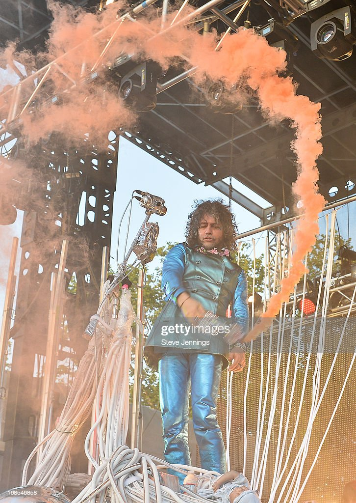 <a gi-track='captionPersonalityLinkClicked' href=/galleries/search?phrase=Wayne+Coyne&family=editorial&specificpeople=204435 ng-click='$event.stopPropagation()'>Wayne Coyne</a> of The Flaming Lips performs on Day 2 of Bottle Rock Napa Valley Festival at Napa Valley Expo on May 10, 2013 in Napa, California.