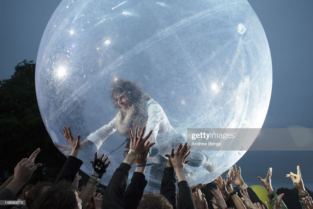 <a gi-track='captionPersonalityLinkClicked' href=/galleries/search?phrase=Wayne+Coyne&family=editorial&specificpeople=204435 ng-click='$event.stopPropagation()'>Wayne Coyne</a> of The Flaming Lips performs on stage during Park Life Festival at Platt Fields Park on June 9, 2012 in Manchester, United Kingdom.