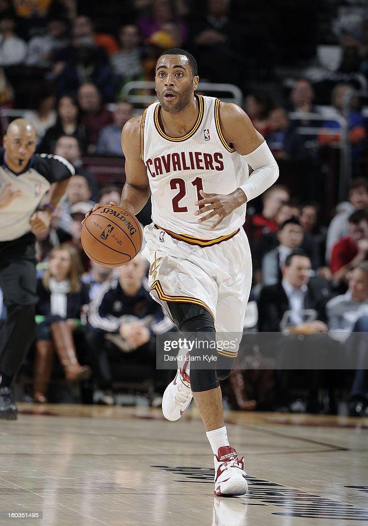 Wayne Ellington #21 of the Cleveland Cavaliers brings the ball up the court against the Golden State Warriors at The Quicken Loans Arena on January 29, 2013 in Cleveland, Ohio.