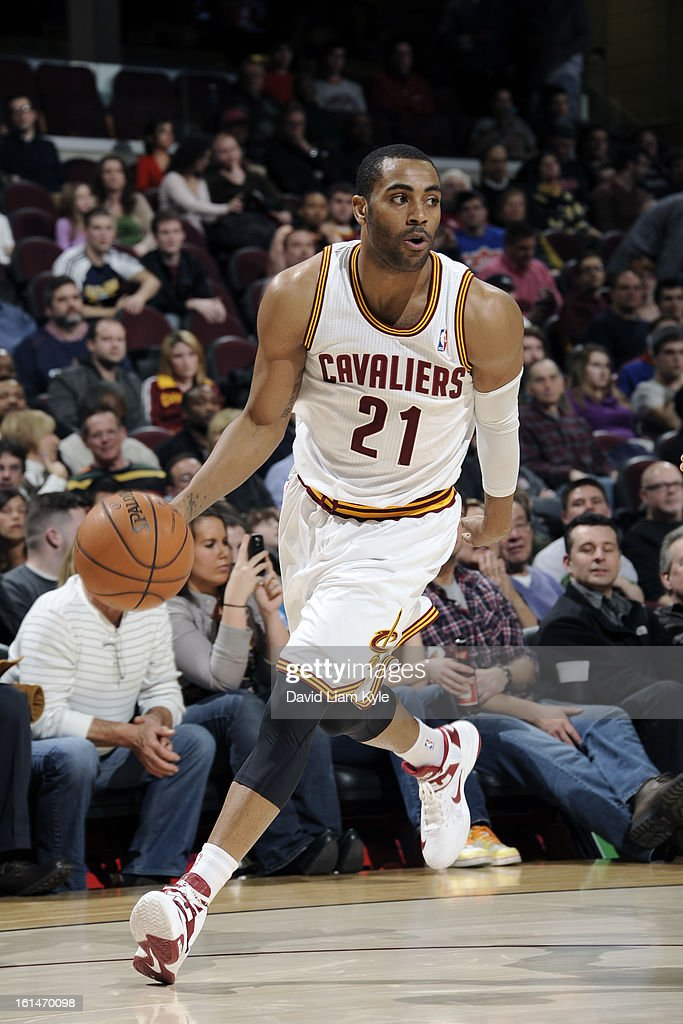 <a gi-track='captionPersonalityLinkClicked' href=/galleries/search?phrase=Wayne+Ellington&family=editorial&specificpeople=2351537 ng-click='$event.stopPropagation()'>Wayne Ellington</a> #21 of the Cleveland Cavaliers drives against of the Charlotte Bobcats at The Quicken Loans Arena on February 6, 2013 in Cleveland, Ohio.