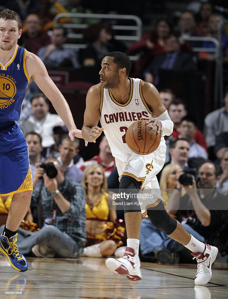 Wayne Ellington #21 of the Cleveland Cavaliers drives drives around the perimeter defended by David Lee #10 of the Cleveland Cavaliers of the Golden State Warriors at The Quicken Loans Arena on January 29, 2013 in Cleveland, Ohio.