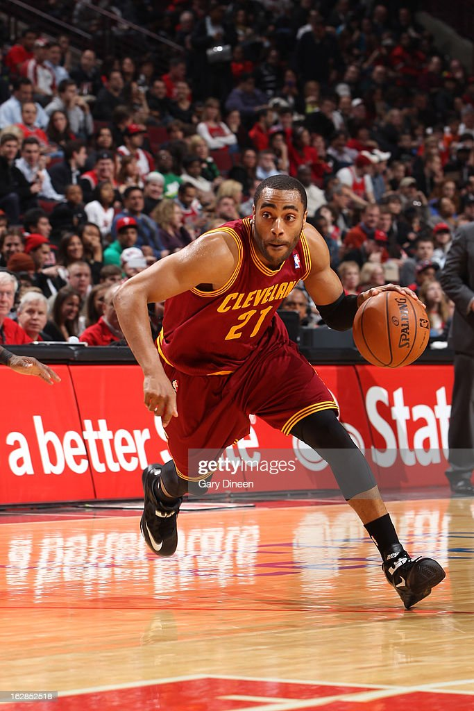 <a gi-track='captionPersonalityLinkClicked' href=/galleries/search?phrase=Wayne+Ellington&family=editorial&specificpeople=2351537 ng-click='$event.stopPropagation()'>Wayne Ellington</a> #21 of the Cleveland Cavaliers drives to the basket against the Chicago Bulls on February 26, 2012 at the United Center in Chicago, Illinois.
