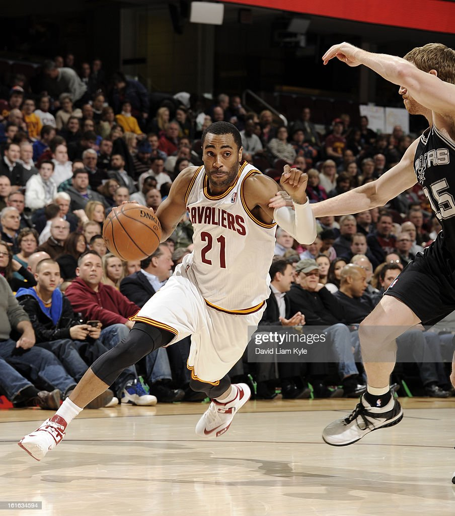Wayne Ellington #21 of the Cleveland Cavaliers drives to the hoop against Matt Bonner #15 of the San Antonio Spurs at The Quicken Loans Arena on February 13, 2013 in Cleveland, Ohio.