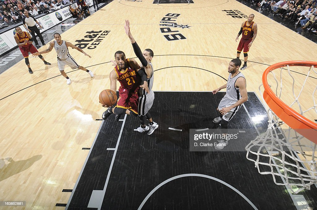 <a gi-track='captionPersonalityLinkClicked' href=/galleries/search?phrase=Wayne+Ellington&family=editorial&specificpeople=2351537 ng-click='$event.stopPropagation()'>Wayne Ellington</a> #21 of the Cleveland Cavaliers goes to the basket during the game between the Cleveland Cavaliers and the San Antonio Spurs on March 16, 2013 at the AT&T Center in San Antonio, Texas.