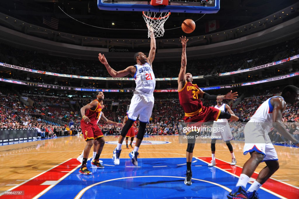Wayne Ellington #21 of the Cleveland Cavaliers shoots a layup against Thaddeus Young #21 of the Philadelphia 76ers at the Wells Fargo Center on April 14, 2013 in Philadelphia, Pennsylvania.
