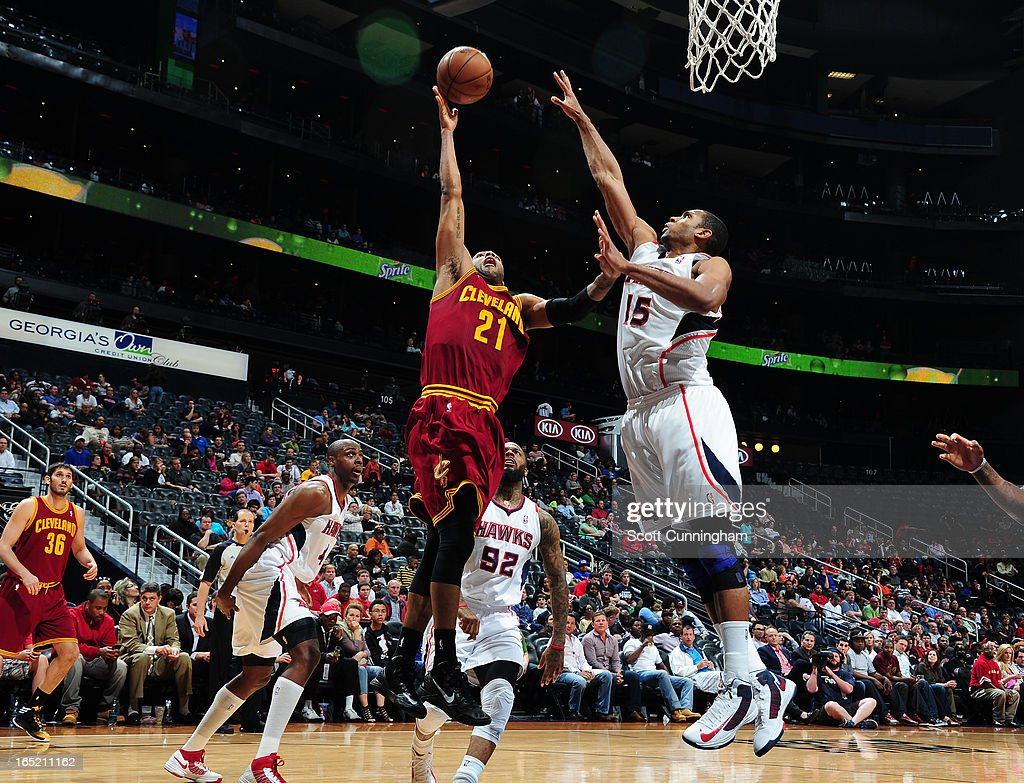 <a gi-track='captionPersonalityLinkClicked' href=/galleries/search?phrase=Wayne+Ellington&family=editorial&specificpeople=2351537 ng-click='$event.stopPropagation()'>Wayne Ellington</a> #21 of the Cleveland Cavaliers shoots against <a gi-track='captionPersonalityLinkClicked' href=/galleries/search?phrase=Al+Horford&family=editorial&specificpeople=699030 ng-click='$event.stopPropagation()'>Al Horford</a> #15 of the Atlanta Hawks on April 1, 2013 at Philips Arena in Atlanta, Georgia.
