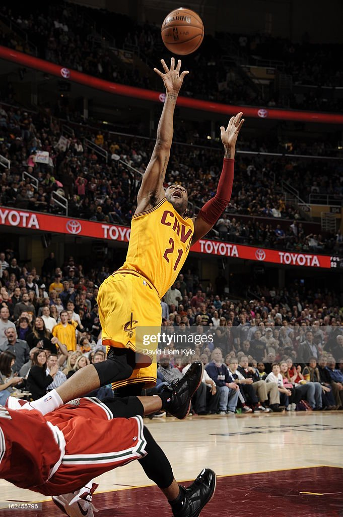 <a gi-track='captionPersonalityLinkClicked' href=/galleries/search?phrase=Wayne+Ellington&family=editorial&specificpeople=2351537 ng-click='$event.stopPropagation()'>Wayne Ellington</a> #21 of the Cleveland Cavaliers shoots an off balence shot against the Milwaukee Bucks at The Quicken Loans Arena on January 25, 2013 in Cleveland, Ohio.