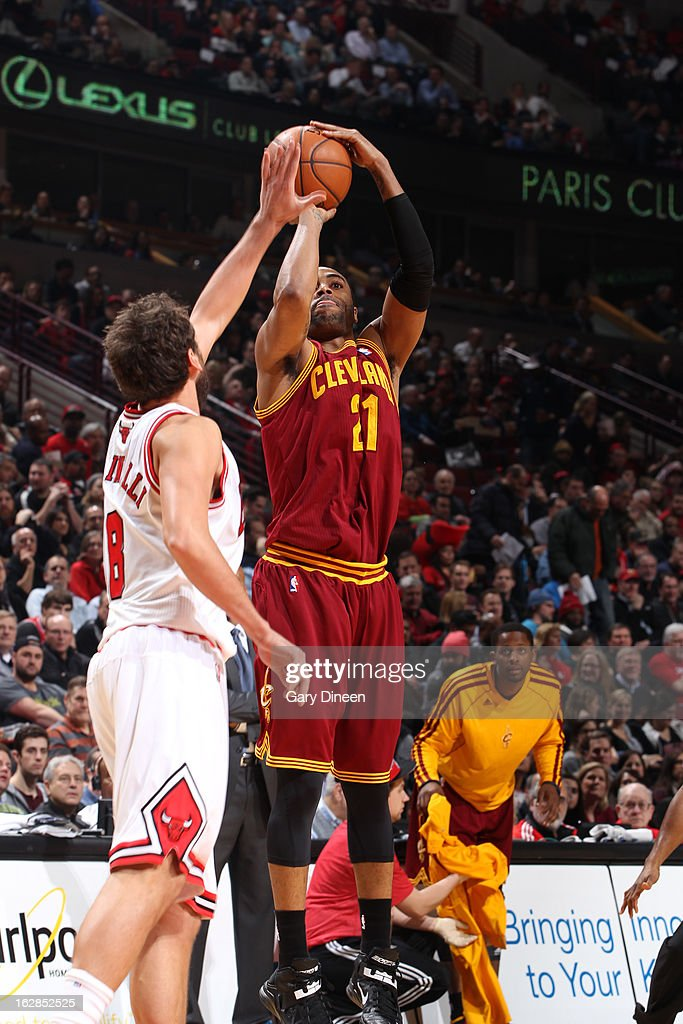 <a gi-track='captionPersonalityLinkClicked' href=/galleries/search?phrase=Wayne+Ellington&family=editorial&specificpeople=2351537 ng-click='$event.stopPropagation()'>Wayne Ellington</a> #21 of the Cleveland Cavaliers takes a shot against the Chicago Bulls on February 26, 2012 at the United Center in Chicago, Illinois.