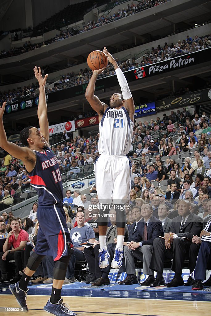 <a gi-track='captionPersonalityLinkClicked' href=/galleries/search?phrase=Wayne+Ellington&family=editorial&specificpeople=2351537 ng-click='$event.stopPropagation()'>Wayne Ellington</a> #21 of the Dallas Mavericks shoots against John Jenkins #12 of the Atlanta Hawks on October 23, 2013 at the American Airlines Center in Dallas, Texas.