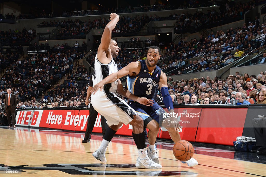 Wayne Ellington #3 of the Memphis Grizzlies drives against Gary Neal #14 of the San Antonio Spurs on January 16, 2013 at the AT&T Center in San Antonio, Texas.