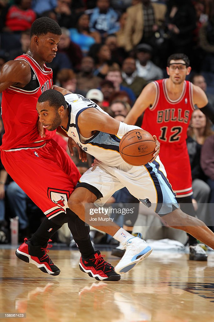 <a gi-track='captionPersonalityLinkClicked' href=/galleries/search?phrase=Wayne+Ellington&family=editorial&specificpeople=2351537 ng-click='$event.stopPropagation()'>Wayne Ellington</a> #3 of the Memphis Grizzlies drives to the basket against the Chicago Bulls on December 17, 2012 at FedExForum in Memphis, Tennessee.
