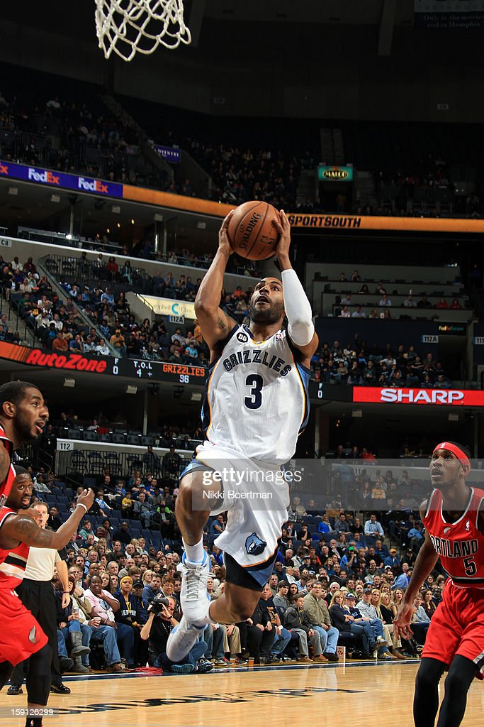 <a gi-track='captionPersonalityLinkClicked' href=/galleries/search?phrase=Wayne+Ellington&family=editorial&specificpeople=2351537 ng-click='$event.stopPropagation()'>Wayne Ellington</a> #3 of the Memphis Grizzlies drives to the basket against the Portland Trail Blazers on January 4, 2013 at FedExForum in Memphis, Tennessee.