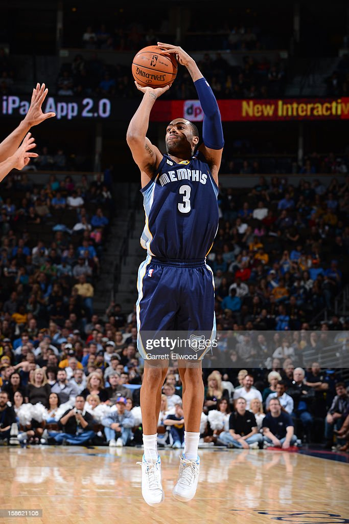 <a gi-track='captionPersonalityLinkClicked' href=/galleries/search?phrase=Wayne+Ellington&family=editorial&specificpeople=2351537 ng-click='$event.stopPropagation()'>Wayne Ellington</a> #3 of the Memphis Grizzlies shoots against the Denver Nuggets on December 14, 2012 at the Pepsi Center in Denver, Colorado.