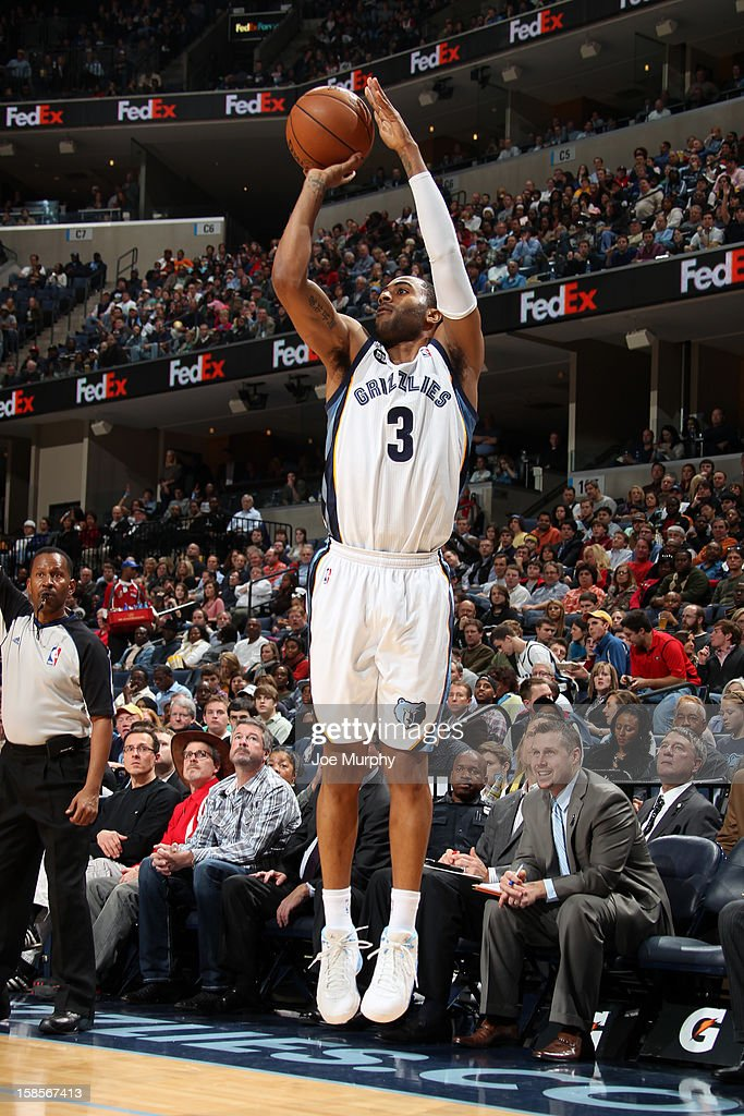 <a gi-track='captionPersonalityLinkClicked' href=/galleries/search?phrase=Wayne+Ellington&family=editorial&specificpeople=2351537 ng-click='$event.stopPropagation()'>Wayne Ellington</a> #3 of the Memphis Grizzlies takes a shot against against the Chicago Bulls on December 17, 2012 at FedExForum in Memphis, Tennessee.