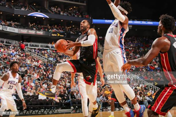 Wayne Ellington of the Miami Heat drives to the basket during the preseason game against the Philadelphia 76ers on October 13 2017 at Sprint Center...