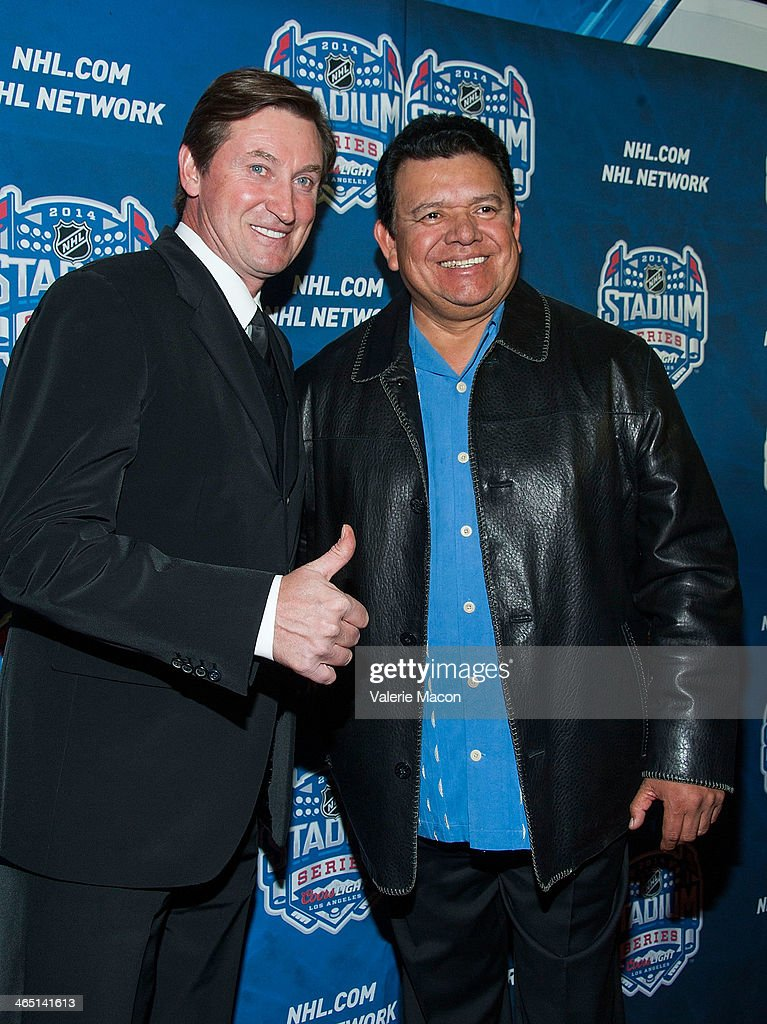 Wayne Gretzky and Fernando Valenzuela arrive at the 2014 Coors Light NHL Stadium Series Los Angeles at Dodger Stadium on January 25, 2014 in Los Angeles, California.
