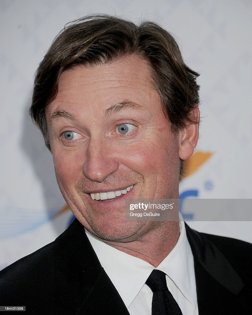 Wayne Gretzky attends the 10th Annual Alfred Mann Foundation Gala at 9900 Wilshire Blvd on October 13, 2013 in Beverly Hills, California.