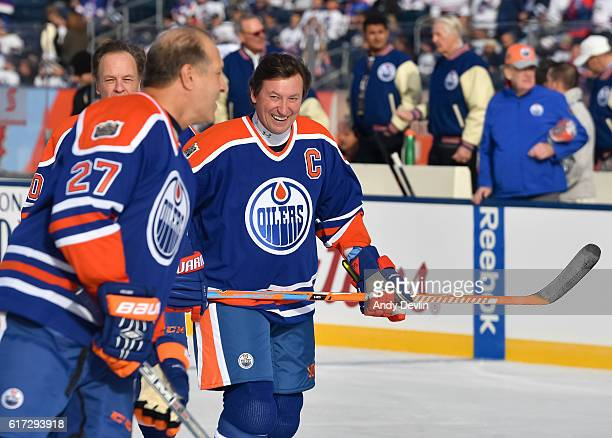 Wayne Gretzky of the Edmonton Oilers alumni warms up in advance of the 2016 Tim Hortons NHL Heritage Classic alumni game at Investors Group Field on...