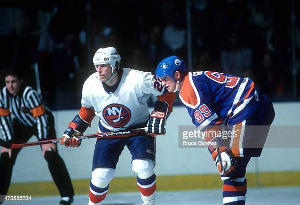 Wayne Gretzky of the Edmonton Oilers and Mike Bossy of the New York Islanders wait for the faceoff on March 26 1985 at the Nassau Coliseum in...