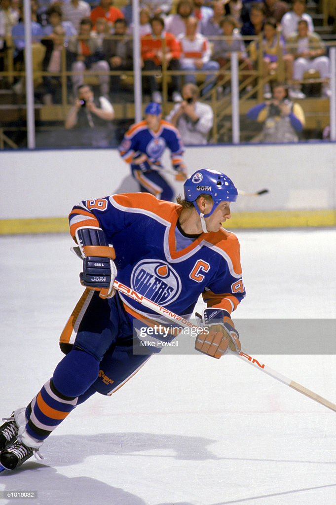 Wayne Gretzky #99 of the Edmonton Oilers skates against the Los Angeles Kings during a game circa 1987 at the Great Western Forum in Inglewood, California.