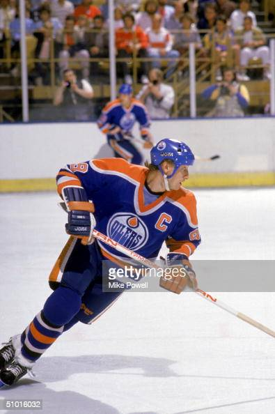 Wayne Gretzky of the Edmonton Oilers skates against the Los Angeles Kings during a game circa 1987 at the Great Western Forum in Inglewood California