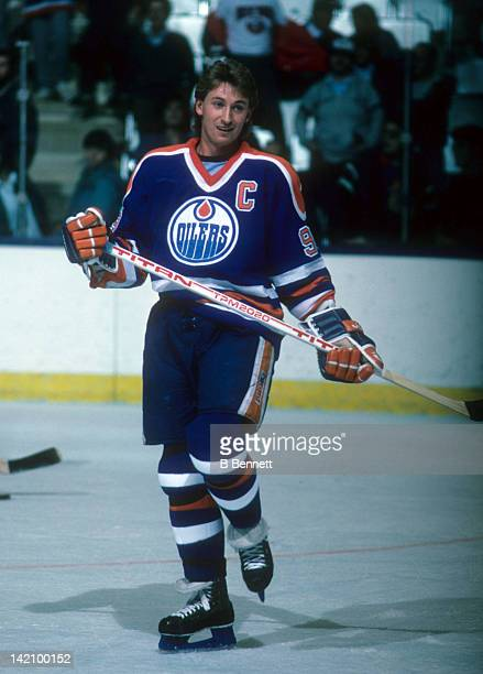 Wayne Gretzky of the Edmonton Oilers skates during warm ups before the game against the New York Islanders circa 1986 at the Nassau Coliseum in...