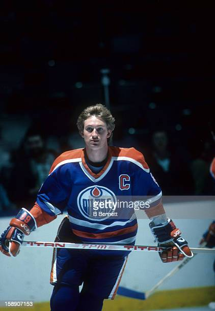 Wayne Gretzky of the Edmonton Oilers skates on the ice before a 1984 Stanley Cup Finals game against the New York Islanders in May 1984 at the Nassau...