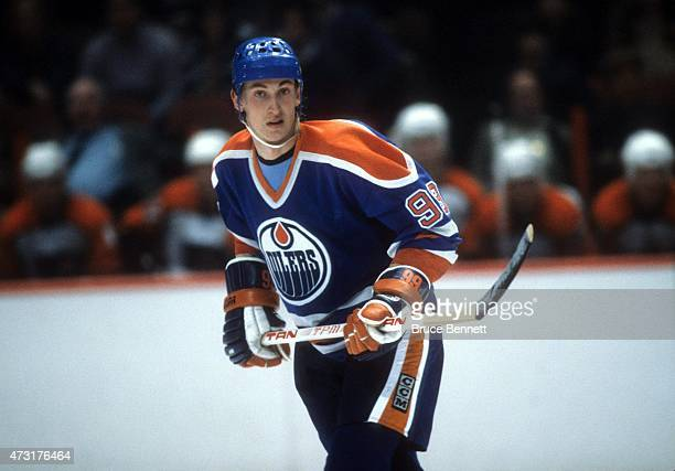 Wayne Gretzky of the Edmonton Oilers skates on the ice during an NHL game against the Philadelphia Flyers on February 17 1983 at the Spectrum in...