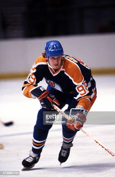 Wayne Gretzky of the Edmonton Oilers skates on the ice during an NHL game against the New York Rangers circa 1981 at the Madison Square Garden in New...